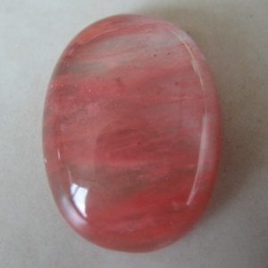cherry-quartz-gemstone-oval-cabochon-18x13mm