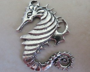 pewterseahorse43x20mmssidedcpaf167