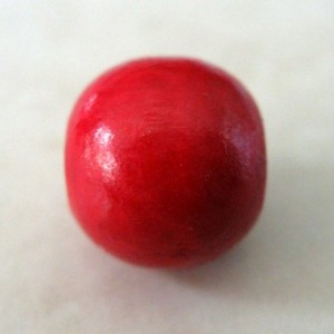roundwoodenbeadred1