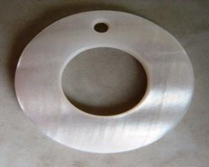 whitemotherofpearldisccentrecircle20mm