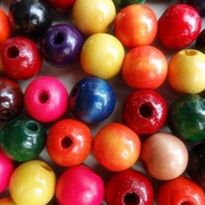 14MM ROUND WOODEN BEADS MIXED COLOURS BAG 100 2
