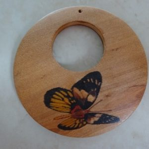 WOODEN DONUT PENDANT WITH BUTTERFLY 60MM