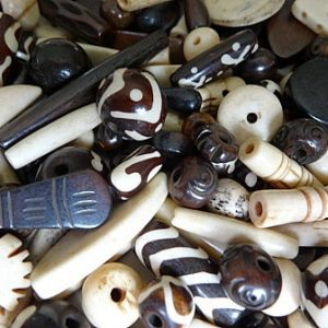BONE BEADS ASSORTED MIX PER 20 GMS