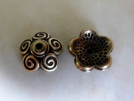 SCROLLED PETAL FLOWER BEAD CAP ANTIQUE BRASS 10 TO11MM